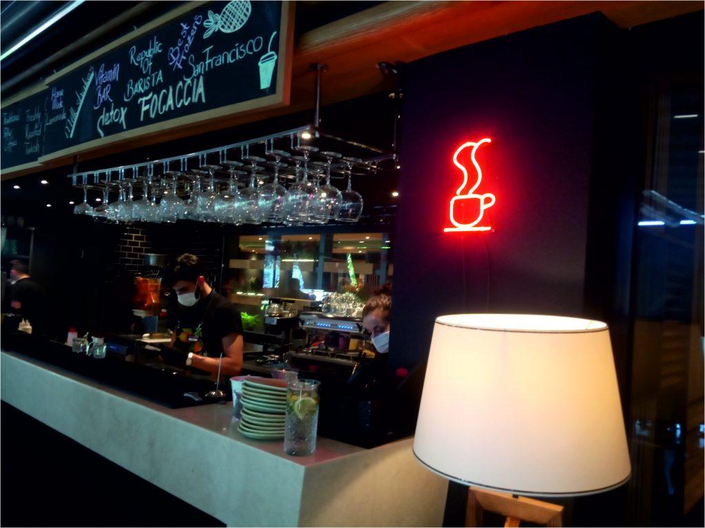 cam neon kahve fincanı, coffee neon tabela görseli